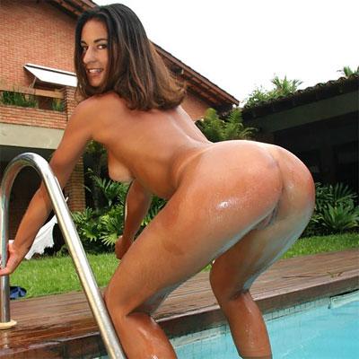nandi is a brazilian girl with an amazing ass