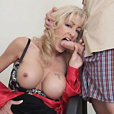 milf boss pays overtime on her knees