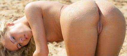 suzane at the beach getting sand in her pussy
