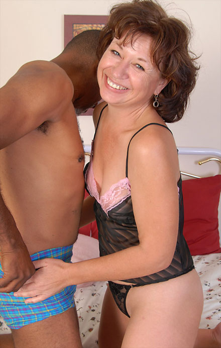 horny housewife fucks a black dude